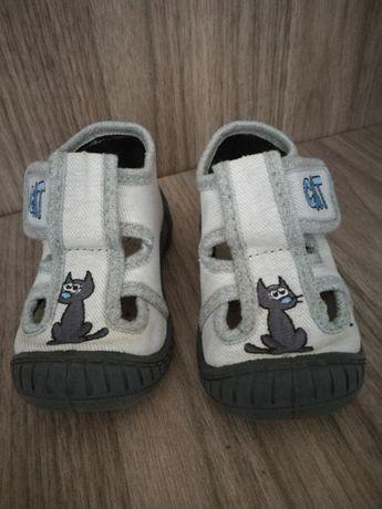 Używane buty, buciki, kapcie, kapciuszki, sandałki rozmiar 20