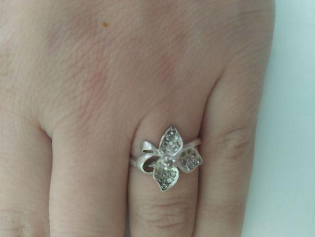 Продам кольцо серебряное.