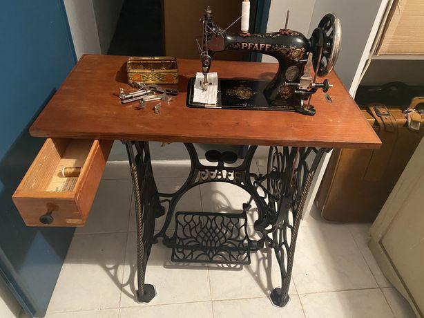 Máquina de costura antiga PFAFF