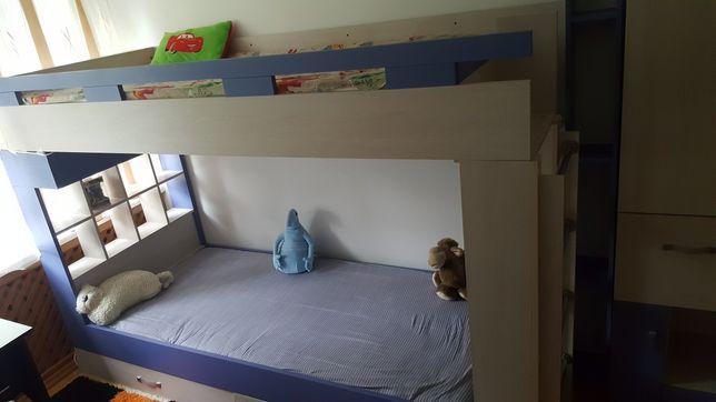 Дитяче двоярусне ліжко з шафою