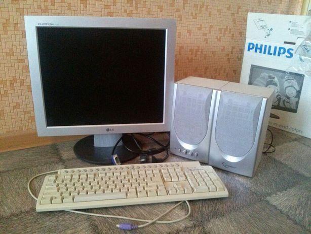 Монитор, клавиатура,колонки.