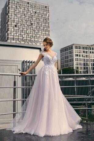 Vestido de  noiva com toque de cor. NOVO