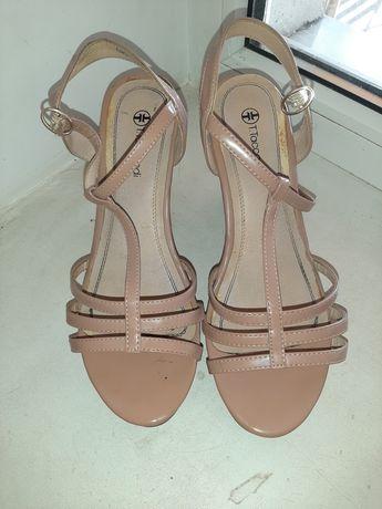 Туфлі жіночі на каблуку