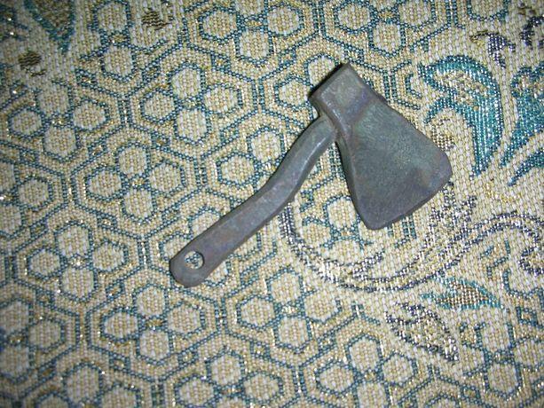 Топорик металлический сувенир брелок (или обмен)