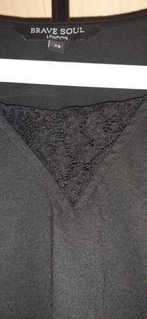 Czarna bluzeczka z koronkowym dekoltem