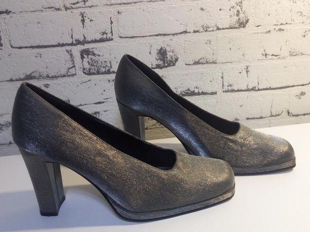 Красивые винтажные туфли identity