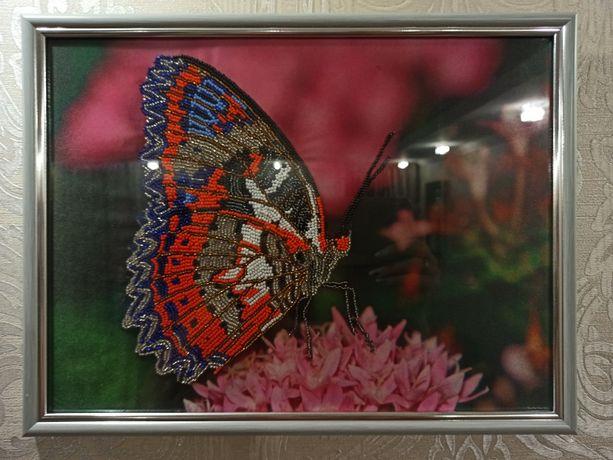 """Подарок, изделие, картина ручной работы """"бабочка"""", из бисера."""