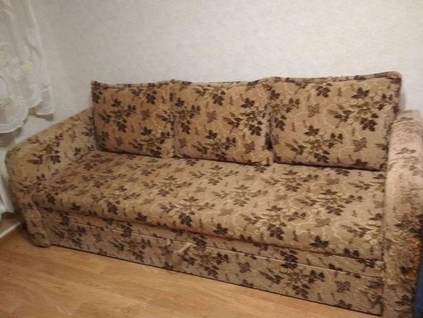 Диван раскладной кровать с подушками