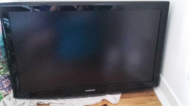 """Televisor Samsung 101,6 cm (40"""") HD Preto + Suporte de parede"""