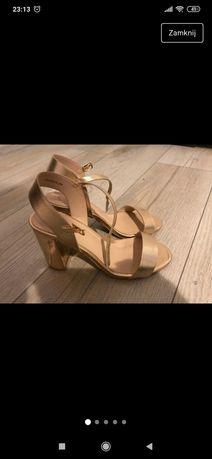 Sandały różowe złoto