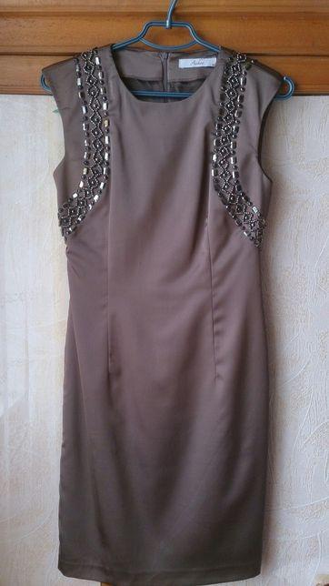 Продам красивое платье футляр