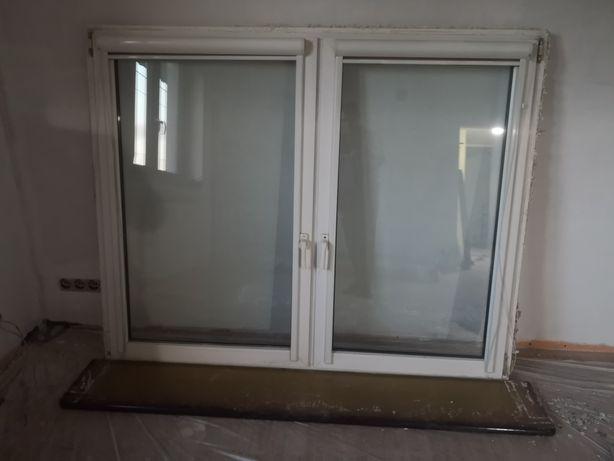 Okno z demontażu z parapetem