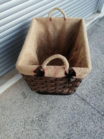 Cesto de lenha semi usado.