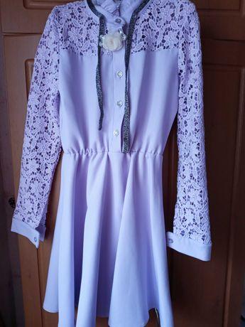 Продам дуже гарне, святкове плаття на дівчинку.