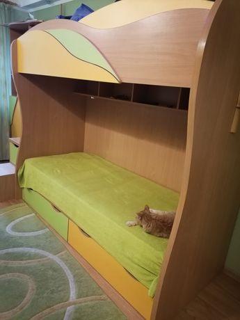 Детская кровать + шкаф + ступени