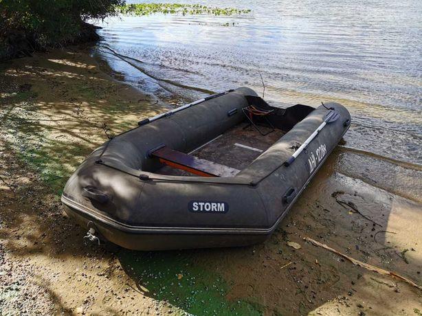 Продам лодку Storm 380,2009 года б/у мало