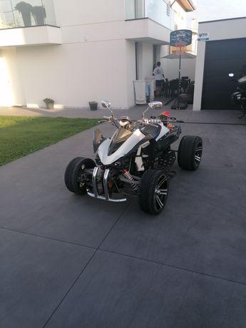 Moto 4 muito linda