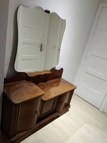 Stylowa toaletka z lustrem