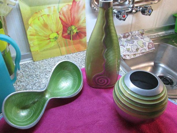 Três peças de decoração potes/ garafa