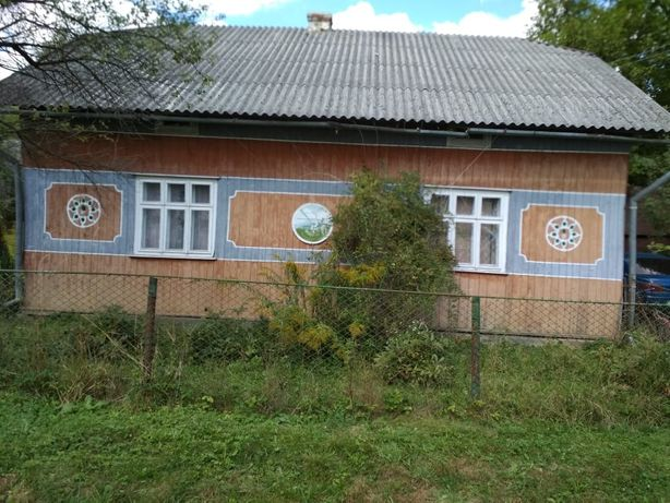 Продається дерев'яний будинок та 10 соток землі...