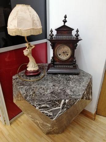 Stolik kawowy z czarnego kamienia