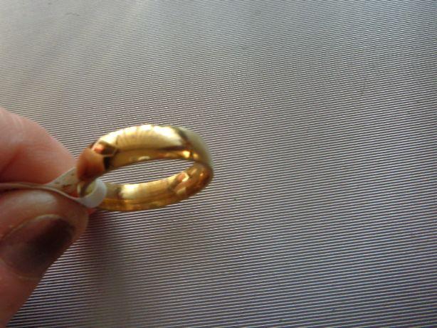 obrączka tradycyjna kolor złota nowa