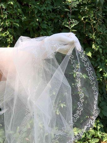 długi welon ecru / śmietankowy Cimbeline z haftem