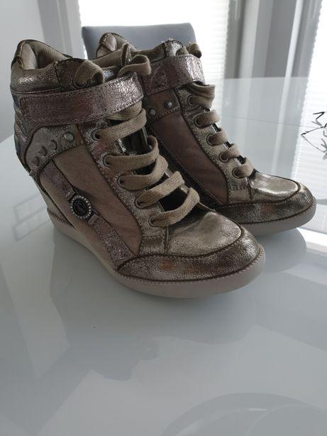 Sneakersy Guess Gfstars złote