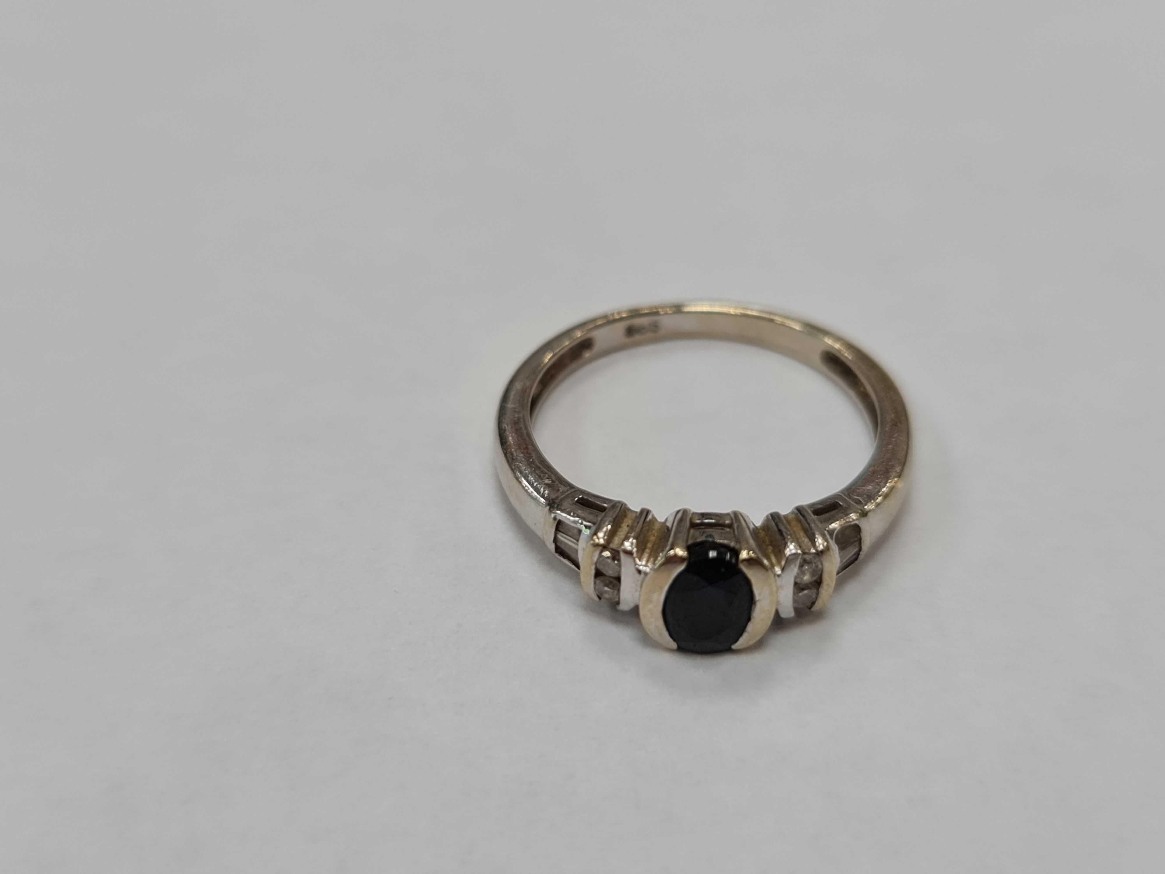 Piękny złoty pierścionek damski/ 585/ 2.82 gram/ R12/ 0.16CT + 0.68 CT