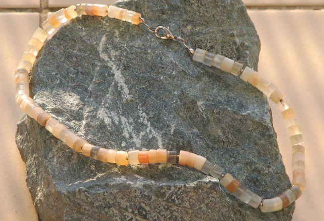 Naszyjnik z kamieniem naturalnym księżycowym nowy
