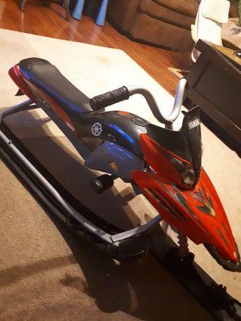 Odlotowe nartosanki Yamaha , skuter śnieżny