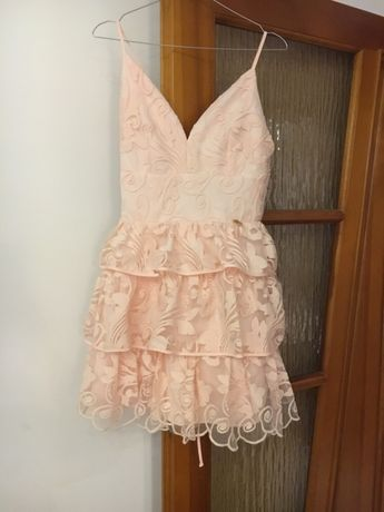 Sukienka koronkowa z falbanką