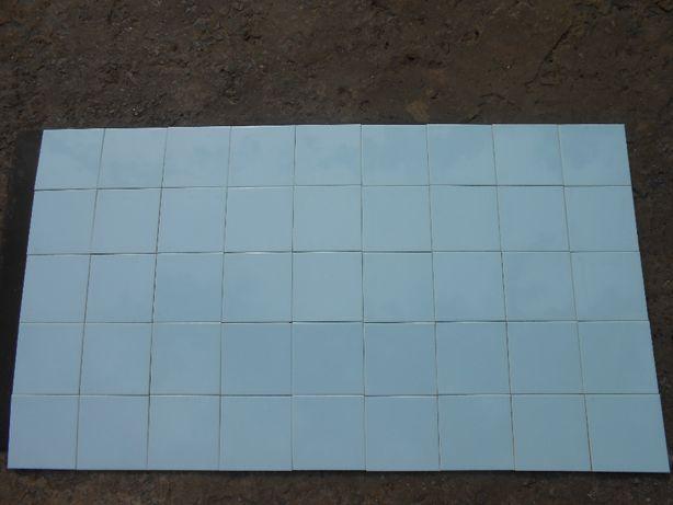 Продаю новую импортную красивую плитку небесно - голубого цвета.