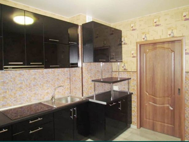 Продам трехкомнатную квартиру в Суворовском районе