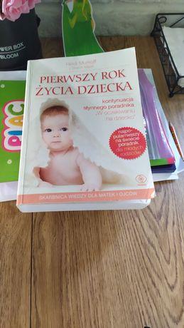 Książka pierwszy rok życia dziecka.