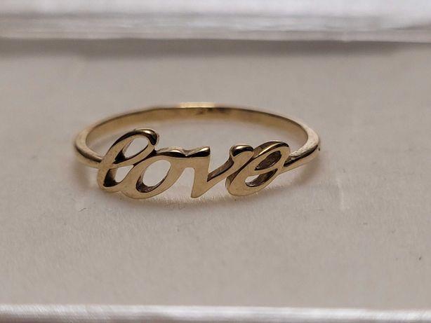 Złoty pierścionek z napisem Love | Apart