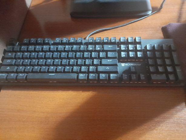 PC torre , Monitor, teclado gamer e rato gamer novo