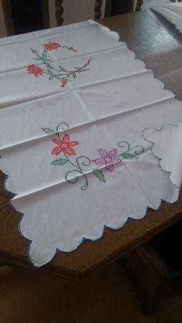 Serwetki haftowane ręcznie PRL
