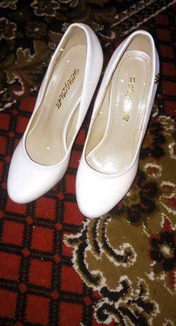 Туфлі жіночі. Білі.