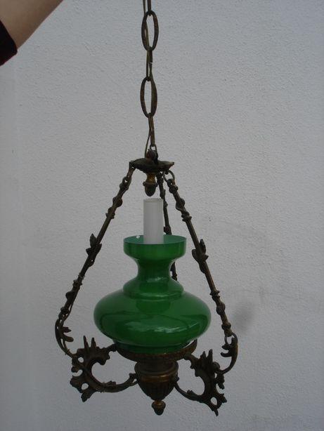 Candeeiro antigo em ferro com abjure em vidro