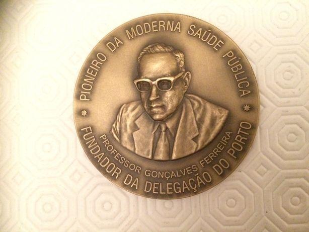 Medalha do Cinquentenário I.N.S. Ricardo Jorge