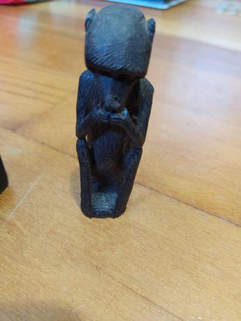 Arte tribal, conjunto de figuras em pau preto