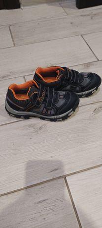 Продам кроссовки Everest water-tex 32