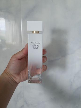 Elizabeth Arden perfum