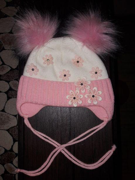 Продам теплую шапку на 9- 12 месяцев.