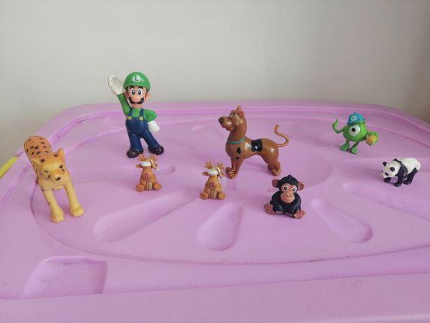 Figurki dla chłopca i dziewczynki.