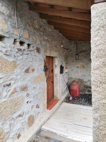 Quinta com casa em pedra