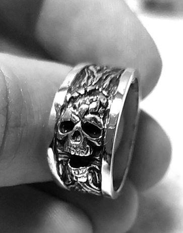 Перстень с черепом серебро