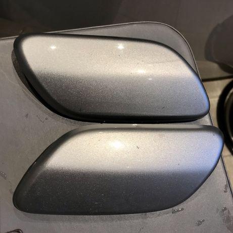 Zaślepka spryskiwacza lewa prawa Mazda 5 05-> srebrne