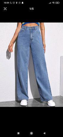Szerokie jeansy.